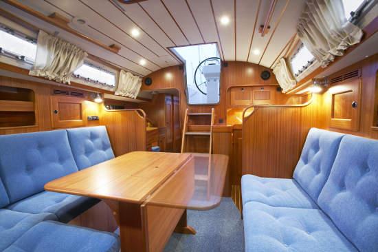 http://www.scancharter.com/wp-content/uploads/boats/9844_HR37_saloon[1].jpg